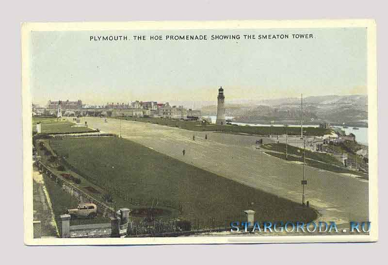 Plymouth. The hoe promenade showing the smeaton tower