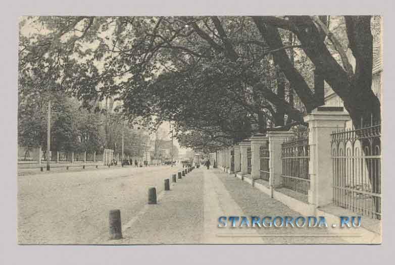 Псков на почтовых открытках. Садовая улица.
