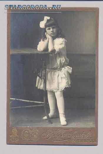Паспарту. Девочка с бантом.