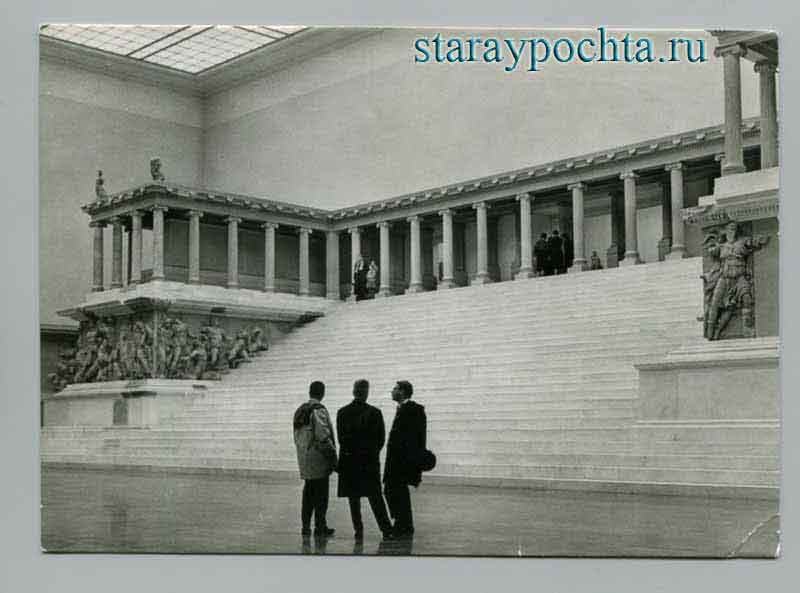 Berlin is the capital of the GDR. The Pergamon altar. Photo Fieweger, 1964