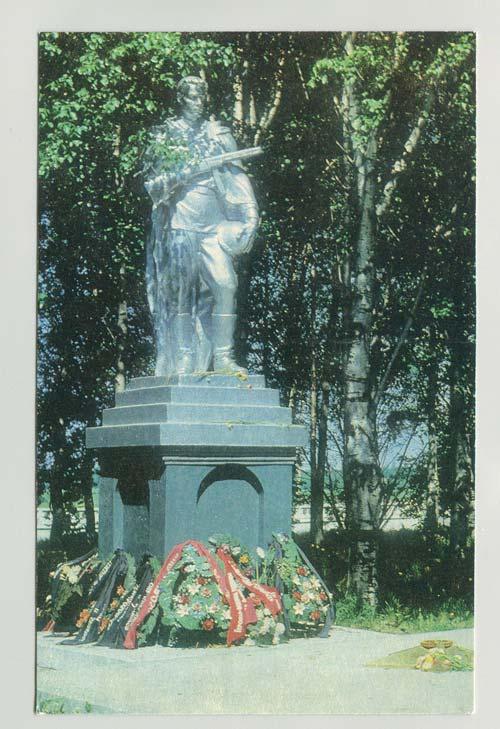 Памятник погибшим воинам на братском кладбище