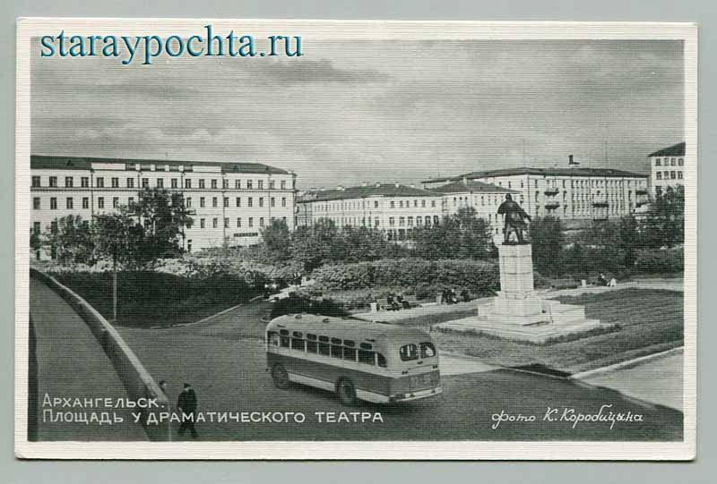 Площадь у драматического театра. Фото К.Коробицына